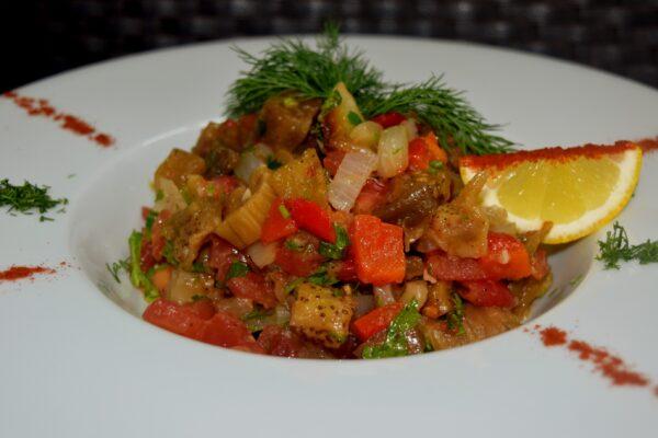 """Салат с печеными овощами «Аджап сандал"""""""